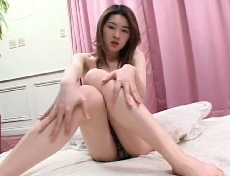 渡瀬晶ちゃんが自慢の美脚を披露してくれている画像