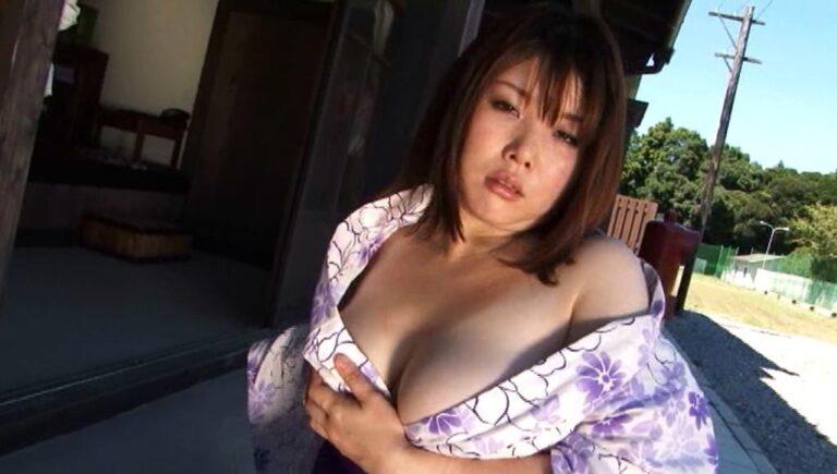 グラドル兼女子プロレスラーなのの子ちゃんが浴衣姿で見事なKカップ爆乳谷間を披露している画像