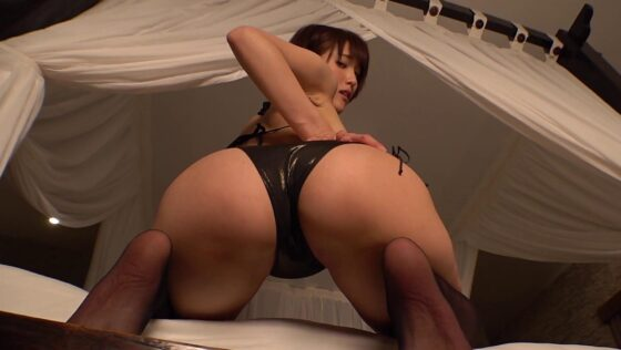 グラドルの朝比奈祐未ちゃんが95.5cmの美しいデカ尻をカメラに向けている画像