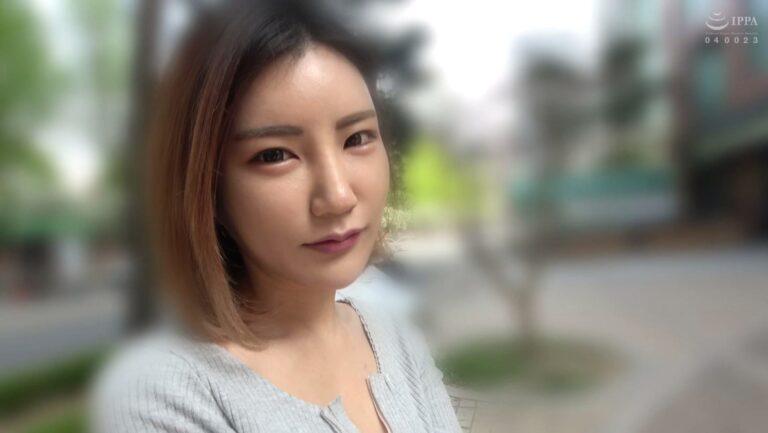 韓国女子のアランちゃんがカメラ目線で写っている画像