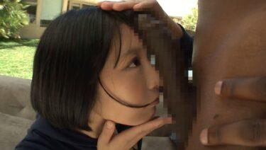 阿部乃みくちゃんが黒人のデカチンポと自分の顔のサイズを比べている画像