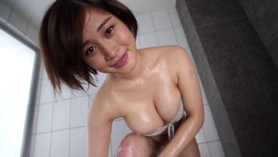 グラビアアイドル高橋凛ちゃんがお風呂で前かがみになってHカップ爆乳の谷間を披露しているエロ画像