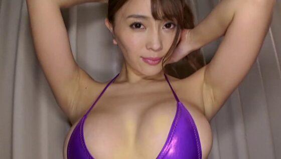 20年6月のイメビ月間人気ランキング1位に輝いた森咲智美ちゃんがパープルの水着を着ている画像