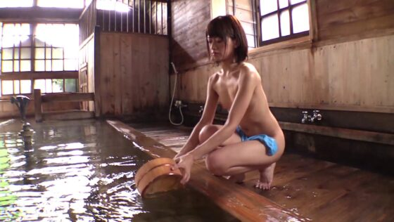 AV女優・希島あいりちゃんが温泉でヌードになっている画像