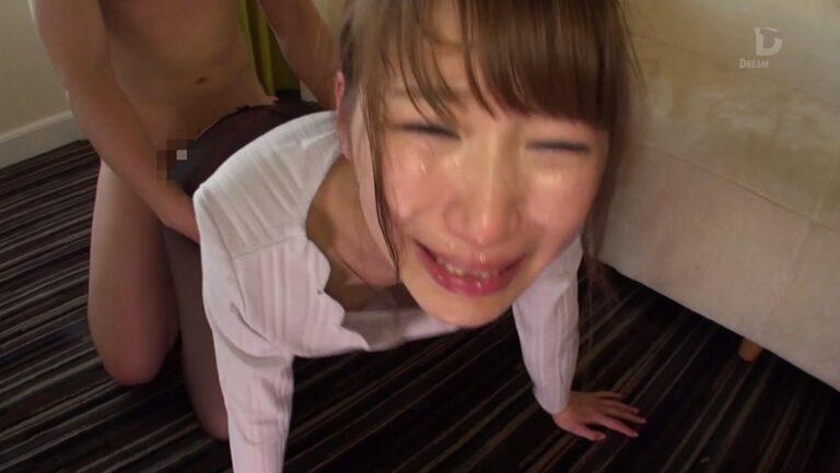 人気AV女優・三原ほのかちゃんちゃんが四つん這いでエッチしている画像