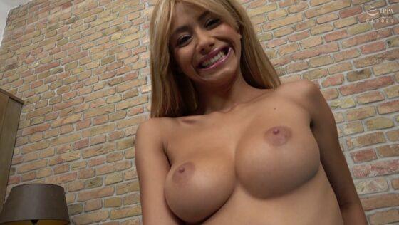 コロンビアのビッチな外国人美女コロンビア美女ベロニカ・リールちゃんが見事なオッパイを披露しているエロ画像