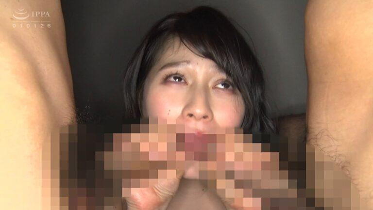 AV女優・優梨まいなちゃんが「パイパンマ○コのお堅い塾講師はGカップ」でダブルフェラをしているエロ画像