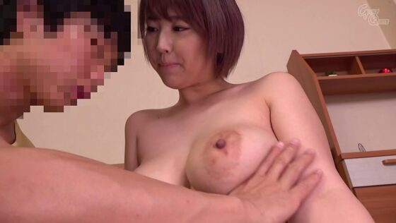 ショートカットな人気AV女優・松本菜奈実ちゃんがしょう太にIカップのデカ乳輪爆乳を揉ませている画像