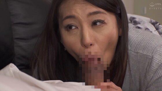 美熟女AV女優・田所百合さんが「あつい再会」で元カレのチンポをフェラしているエロ画像