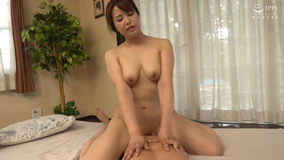 美熟女・羽野美波さんが「初撮り人妻ドキュメント」で騎乗位SEXしているエロ画像