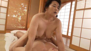 豊満熟女の石田瑤子さんが「初撮り人妻ドキュメント」で騎乗位SEXしているエロ画像