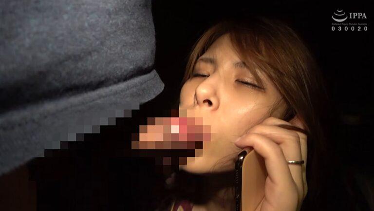 美熟女の悠里さんが「不倫の果てに #02 人妻湯恋旅行 114、115・続」で夫に電話しながらフェラをしているエロ画像