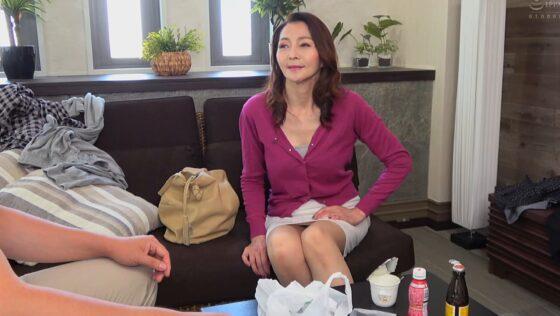 香原京香が出演した「前橋から上京した嫁の母が・・・巨乳五十路義母」の冒頭シーン