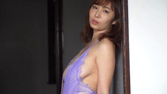 塩地美澄が出演した「move on」の冒頭シーン