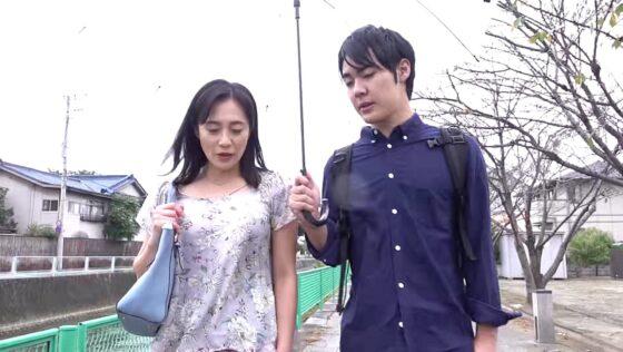 平岡里枝子さんが出演した「たびじ 母と子のふたり旅」の冒頭シーン