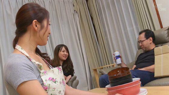 小早川怜子さんが出演した「姑の卑猥過ぎる巨乳を狙う娘婿」の冒頭シーン