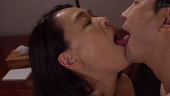 真矢織江さんが出演した「義理の息子 性欲の強い義理の息子にメロメロにされた義母」のラストシーン