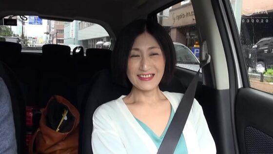 荻乃さんが出演した「日帰り温泉 熟女色情旅 #017 再婚10年目」の冒頭シーン