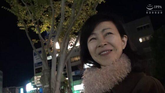 千春が出演した「日帰り温泉 熟女色情旅 #018」のラストシーン