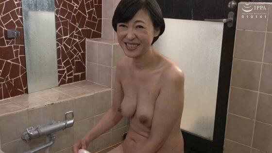 森野貴代が出演した「初撮り五十路妻ドキュメント」のラストシーン
