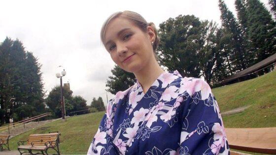 「新人 サーシャ 日本のアダルトビデオが好きすぎるロシア美女が訪日即ハメAVデビュー」の冒頭シーン