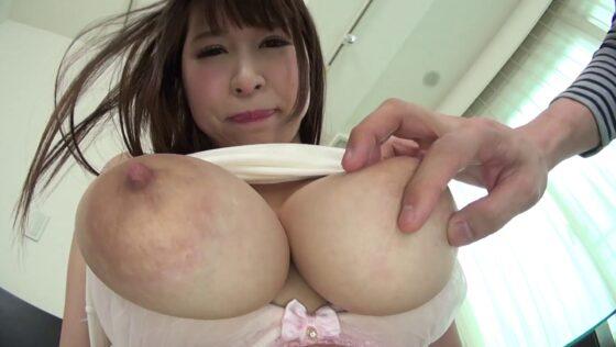 「ピンク乳首のヤバすぎる神乳 みくる」の冒頭シーン