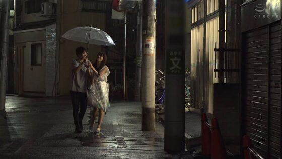長瀬麻美が出演した「忘れられない思い出の元カレと二人きりでずっとSEXしながら過ごした48時間」の冒頭シーン