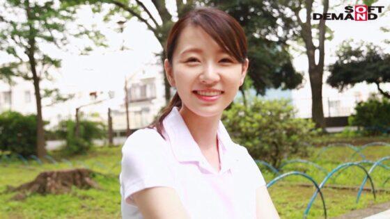 坂井千晴が出演した「お爺ちゃんお婆ちゃんが大好きで介護士になったニコニコ奥さん AV DEBUT」のラストシーン