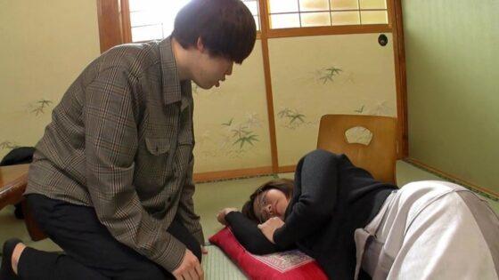赤瀬尚子が出演した「母子交尾 【華厳滝路】」の冒頭シーン