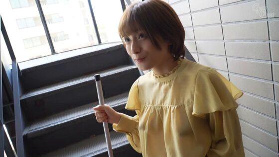 吉良りんが出演した「ノーブラノーパンで挑発してくるスケベ奥さんが隣に引っ越してきた!」の冒頭シーン