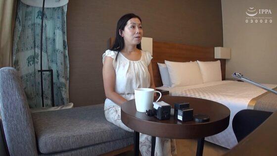 清子が出演した「熟女妻面接ハメ撮り[二十六]」の冒頭シーン