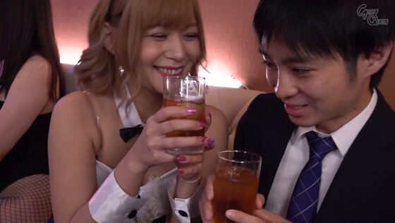 紺野ひかるが出演した「No.1バニーガール史上最悪の恥辱 5」の冒頭シーン