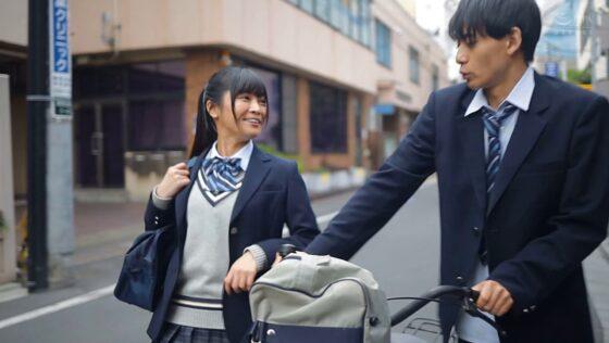 久留木玲が出演した「僕が大好きな女の子は、僕の大切な親友と付き合ってる」の冒頭シーン