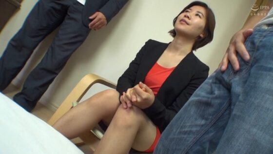 「街角ど素人ナンパ!!スレンダー美脚が気になる韓国娘をど素人ナンパ!! 9人4時間SP」の冒頭シーン
