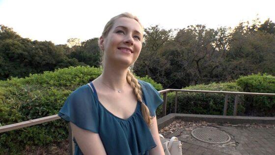 「鬼ピス初アナル サーシャ ロシア美女が夢を叶えるために再び日本へ」の冒頭シーン
