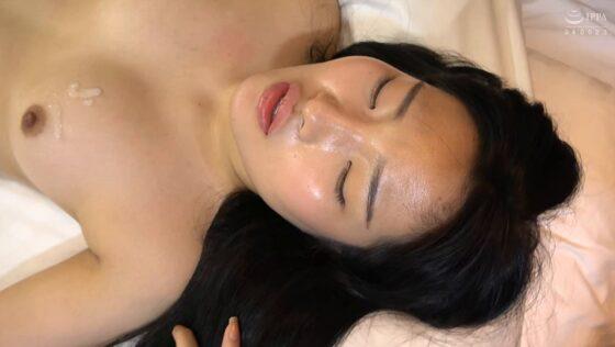 「韓国で見つけた読書に夢中な堅物系の彼女は、エッチなこと好きでしょ?の直球質問にドギマギ!」のラストシーン