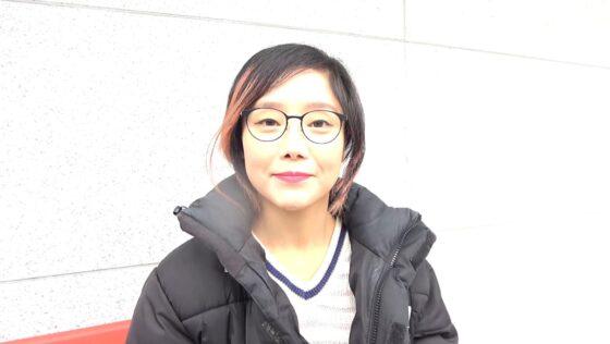 「韓国で見つけた見た目から従順そうな彼女は、どこまでヤラれても無垢な希少種!」の冒頭シーン