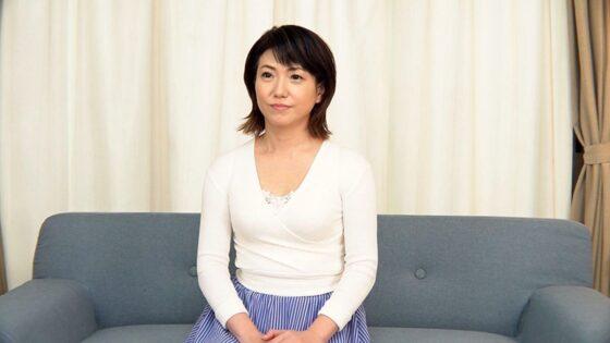 恵美さん 56歳が出演した「「アラフィフだってまだまだセックスしたいの。」 蓄積した性欲を解放するため、勇気を出してAV出演する美熟女妻」の冒頭シーン