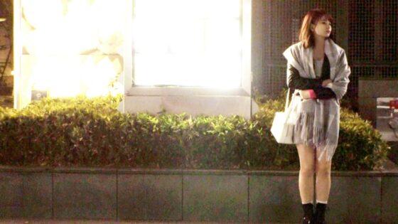 えりなちゃんが出演した「【激カワ美少女】21歳【笑顔が最高】」の冒頭シーン