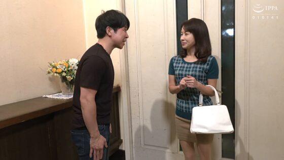 清原美沙子が出演した「母さんの友人と忘れじの濃密性交」の冒頭シーン