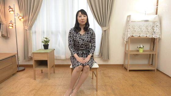 向井章子が出演した「初撮り五十路妻ドキュメント」の冒頭シーン