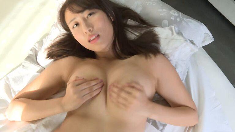 グラドル爽香ちゃんが「BOIN×BOIN」で手ブラをしている画像