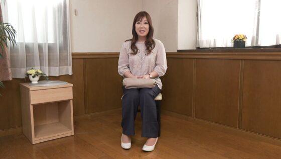 染谷さとみが出演した「初撮り人妻ドキュメント」の冒頭シーン