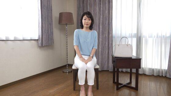 青山涼香が出演した「初撮り人妻ドキュメント」の冒頭シーン