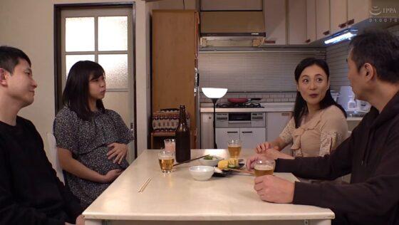 平岡里枝子が出演した「許して・・・この婿の子供が欲しい」の冒頭シーン