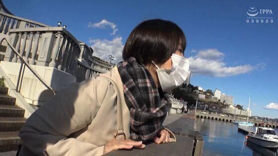 真知子(仮)が出演した「日帰り温泉 熟女色情旅 #020 45歳 結婚16年目」の冒頭シーン