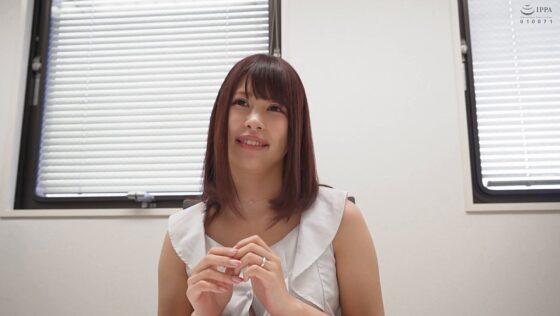 秋川美羽と川畑エミリーが出演した「舞ワイフ ~セレブ倶楽部~ 143」の冒頭シーン