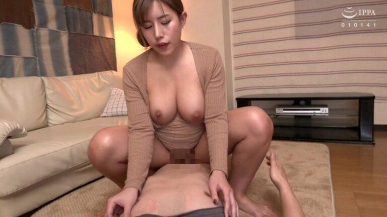 人気美熟女AV女優・永井マリアちゃんが「母の親友」で騎乗位セックスをしているエロ画像
