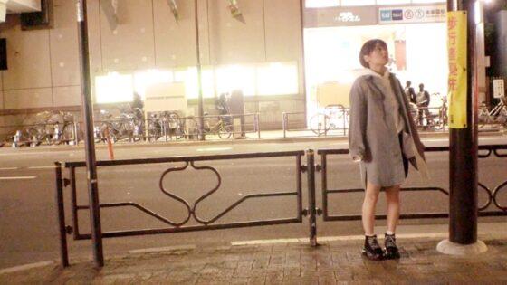 すずちゃんが出演した「【超ミラクル美少女】20歳【ショートカットでボーイッシュ】」の冒頭シーン