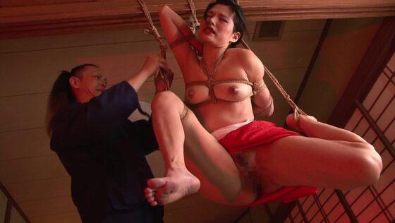 人気AV女優が狂縄に緊縛されているエロ画像